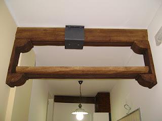 Travi in finto legno per interni travifintolegno for Polistirolo finto legno